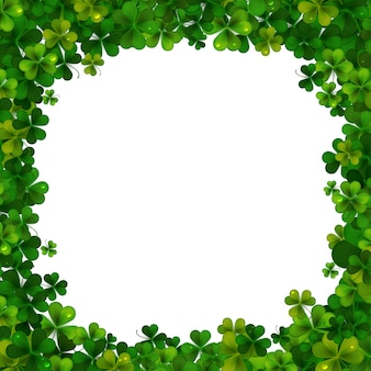 Sfondo di saint patricks day, cornice con foglie di trifoglio realistico