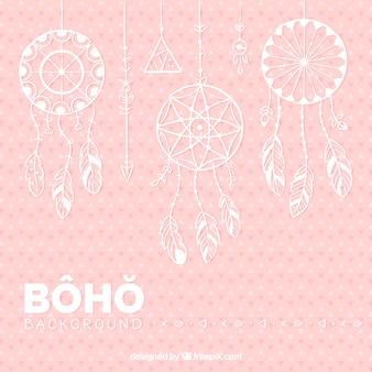 Sfondo rosa con dreamcatchers piatti appesi