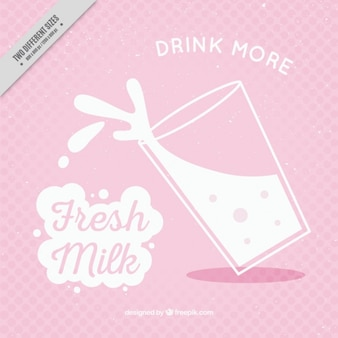 Sfondo rosa con un bicchiere di latte in stile vintage
