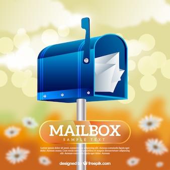 Sfondo sfocato con i fiori della cassetta postale blu