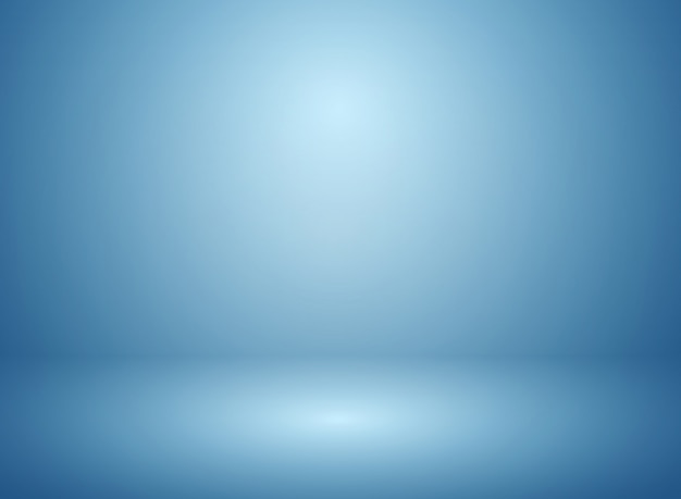 Sfuocatura morbida astratta del fondo blu dello studio e della parete di pendenza.