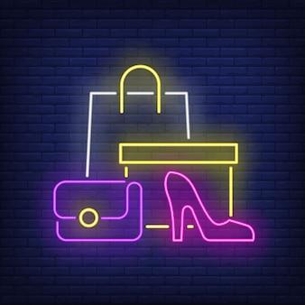 Shopping bag, scatola, scarpa col tacco donna insegna al neon