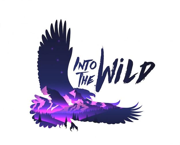 Siluetta del falco dell'aquila di doppio effetto di esposizione con il paesaggio delle montagne di notte con nella didascalia selvaggia. .