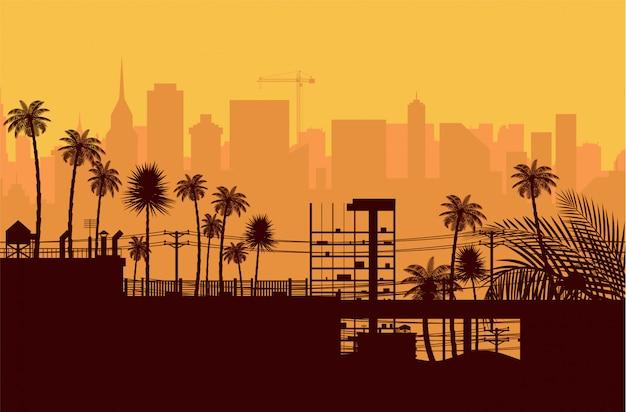 Siluetta dell'orizzonte della città al tramonto.