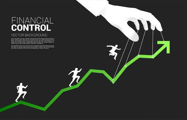 Siluetta dell'uomo d'affari che funziona sul grafico che controlla dal burattinaio. concetto di manipolazione e controllo del mercato.