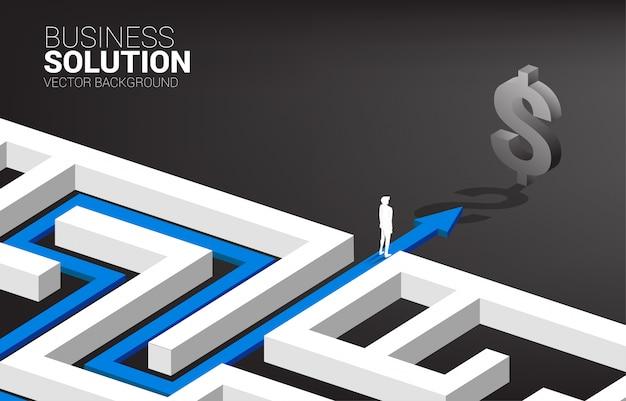 Siluetta dell'uomo d'affari sul percorso dell'itinerario per uscire dal labirinto al simbolo del dollaro. concetto di missione aziendale e modo di trarre profitto dall'azienda