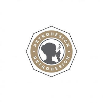 Siluetta della bevanda della donna del modello dell'emblema della caffetteria con la retro illustrazione di vettore di tipografia