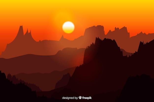 Siluetta delle montagne all'alba