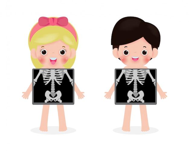 Simpatico cartone animato ragazzo e ragazza con schermo a raggi x che mostra gli organi interni e scheletro. bambino delle ossa del controllo dei raggi x, elemento del infographics educativo per l'illustrazione dei bambini isolato su fondo bianco