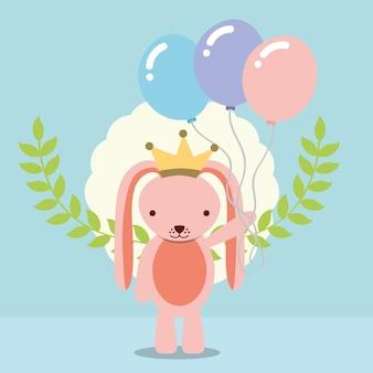 Simpatico coniglio rosa con corona che tiene decorazione palloncini
