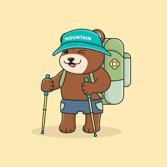 Simpatico escursionista orso con zaino e cappello