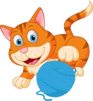 Simpatico gatto che gioca con una palla