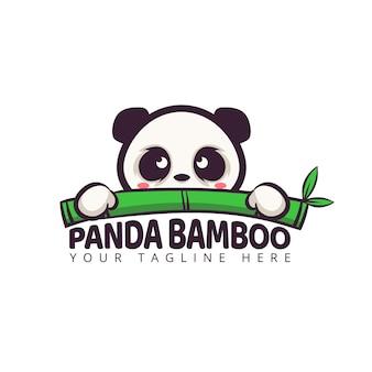Simpatico logo personaggio dei cartoni animati panda con foglia di bambù
