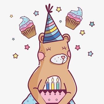 Simpatico orso selvatico con una deliziosa torta