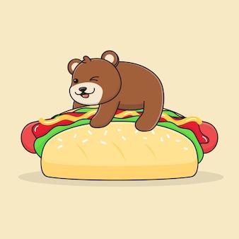 Simpatico orso sull'hot dog