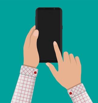 Smartphone con display bordo senza cornice in mano