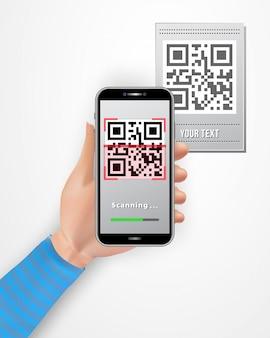 Smartphone femminile della tenuta della mano con l'app mobile dell'analizzatore di codice di qr isolato su fondo bianco.