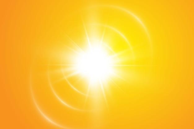 Sole caldo su sfondo giallo. leto.bliki raggi solari.