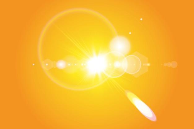 Sole caldo su uno sfondo giallo. estate. bagliore. raggi solari.