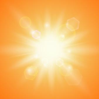 Sole estivo su sfondo arancione. modello di sfondo estivo.