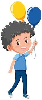 Sorriso sveglio del ragazzo nella posa diritta e che tiene il personaggio dei cartoni animati del pallone isolato su fondo bianco