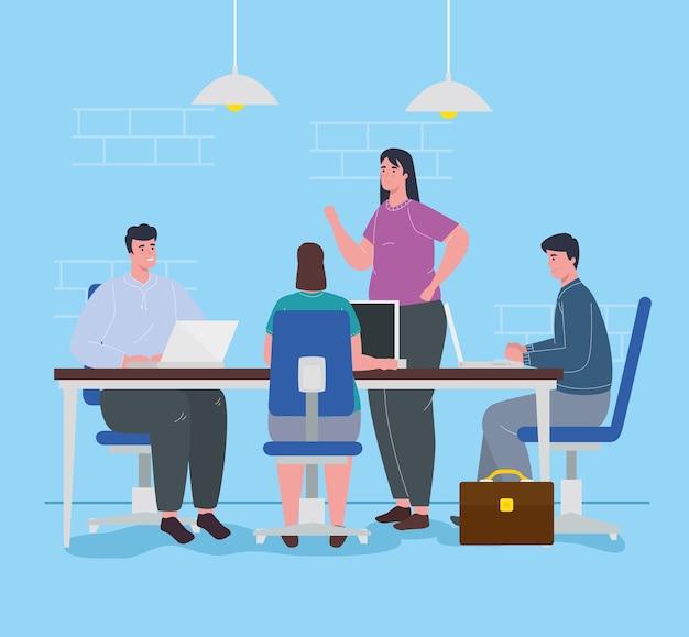 Spazio di coworking, giovani in grande scrivania, concetto di lavoro di squadra.