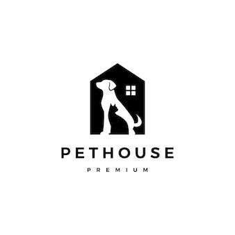 Spazio negativo di vettore di logo della casa della casa dell'animale domestico del gatto del cane