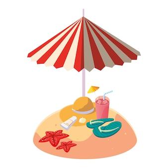 Spiaggia di sabbia estiva con ombrello e cappello di paglia