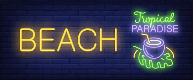 Spiaggia, testo al neon paradiso tropicale con cocktail