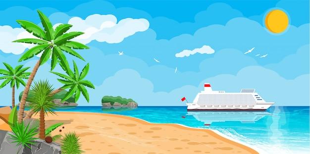 Spiaggia tropicale con nave da crociera