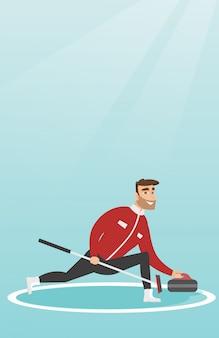 Sportivo giocando a curling su una pista di pattinaggio