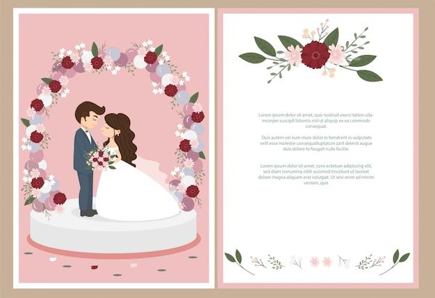 Sposa e sposo svegli con la carta dell'invito di nozze dell'arco del fiore