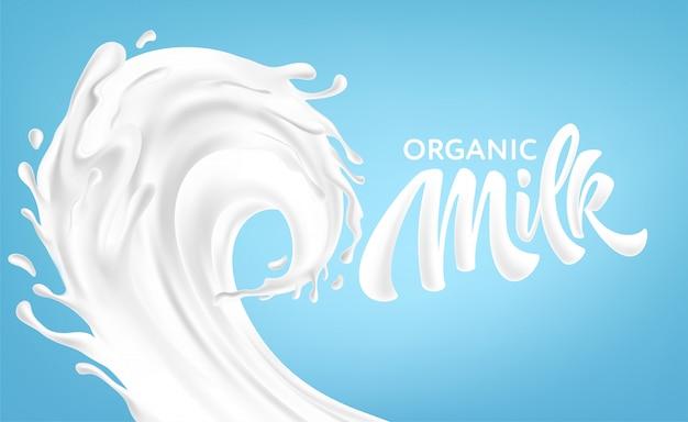 Spruzzi realistici di latte su uno sfondo blu. iscrizione della scrittura a mano del latte biologico