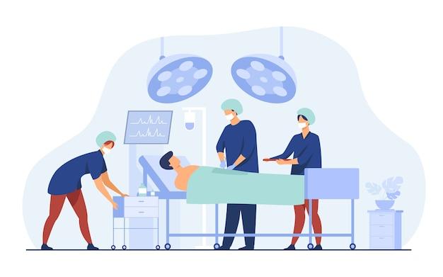 Squadra di chirurghi che circonda il paziente sull'illustrazione piana di vettore del tavolo operatorio. operai medici del fumetto che preparano per la chirurgia. concetto di medicina e tecnologia