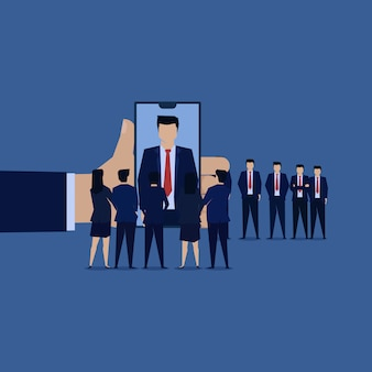 Squadra di uomo d'affari intervista nuovo dipendente online.