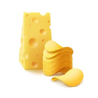 Stack di patatine fritte croccanti con formaggio close up isolati su sfondo bianco