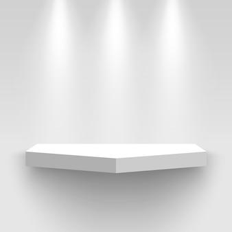 Stand espositivo bianco a parete, illuminato da faretti. piedistallo con ombra. mensola.