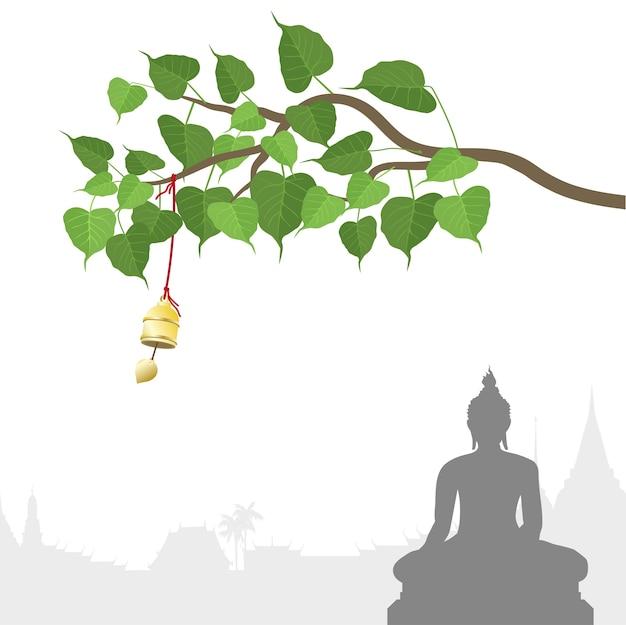 Statua del buddha e albero bodhi con campana d'oro di tradizione tailandese