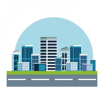 Strada con paesaggio urbano e grattacielo