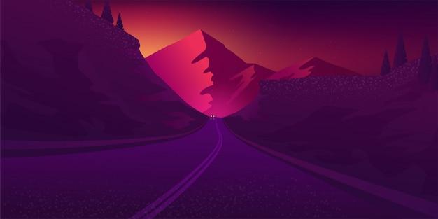 Strada di montagna al tramonto.