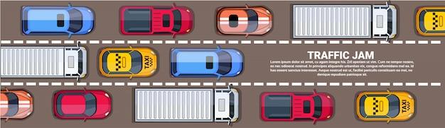 Strada piena di auto diverse vista dall'alto di ingorgo sulla strada orizzontale banner