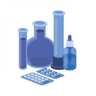 Strumenti di laboratorio con le medicine su bianco