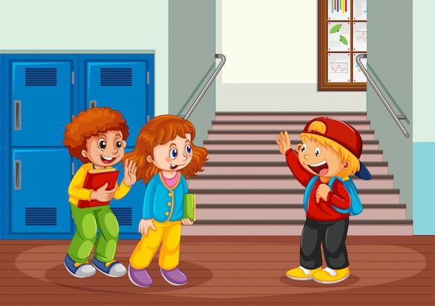 Studente nel corridoio della scuola