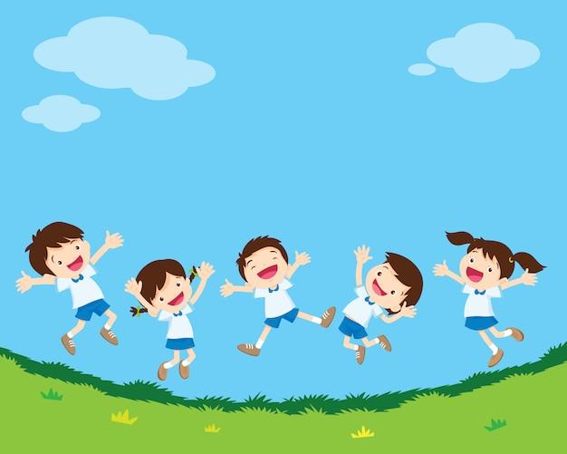 Studente salto felice