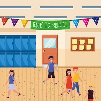 Studenti nella scuola con gagliardetti di benvenuto