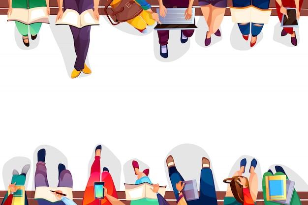 Studenti universitari che si siedono sull'illustrazione del banco delle ragazze e dei ragazzi dell'università con le borse, computer portatile