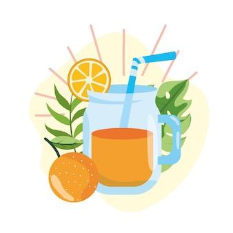 Succo d'arancia con foglie tropicali in estate