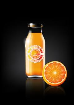 Succo d'arancia in una bottiglia di vetro