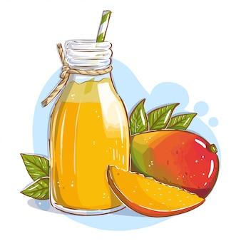 Succo di mango in una bottiglia di vetro con una cannuccia e frutti di mango