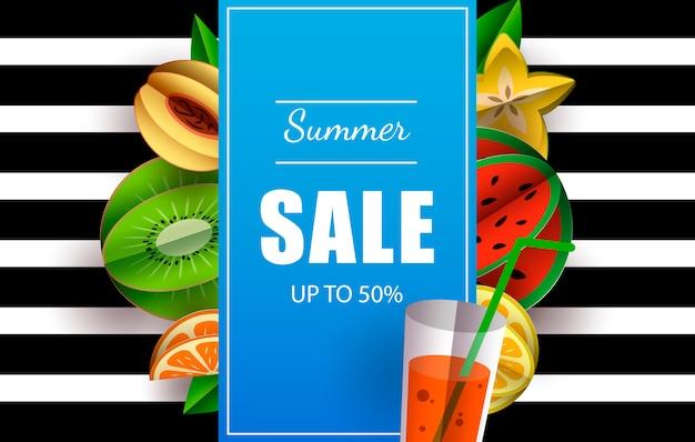 Summer sale fino al 50% modello di banner con pulsante acquista ora e frutti tropicali.